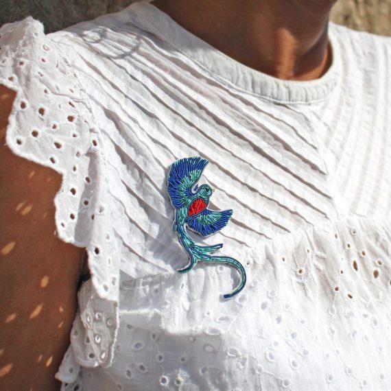 Kit de broche Quetzal en broderie or